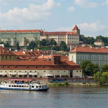 Loď Porto na plavbě centrem Prahy