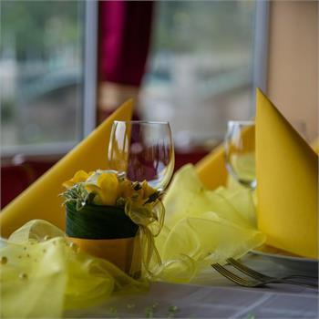 V barvě žluté